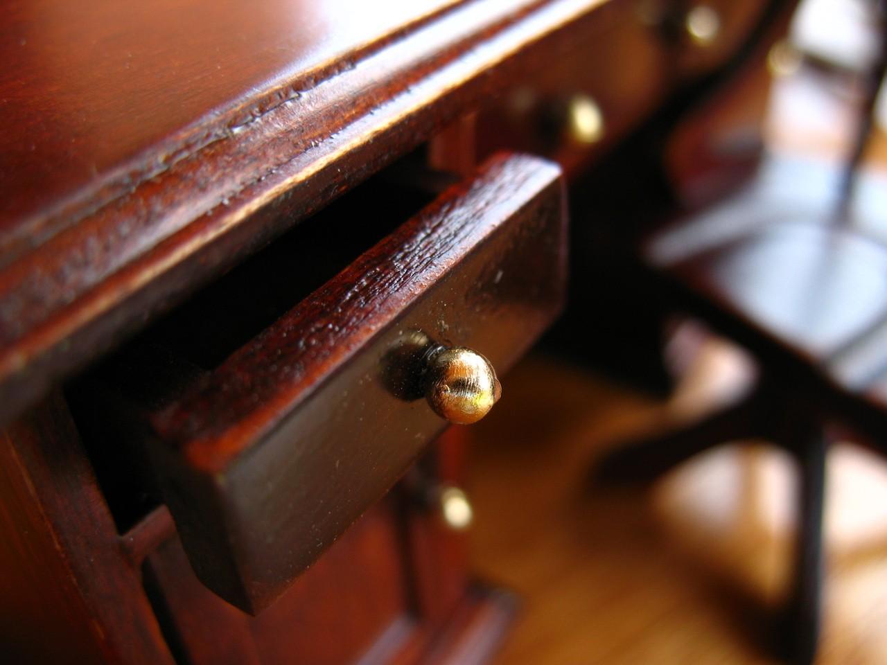 W jaki sposób odnowić drewniane meble?