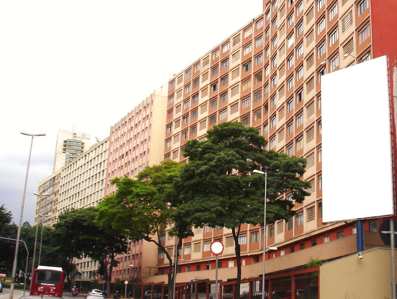 Kupno mieszkania – przez pośrednika czy samodzielnie?